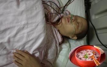 """Hai mẹ con bị ung thư gan do ăn lạc mốc: """"Bệnh từ miệng mà ra"""" và lời cảnh tỉnh của bác sĩ"""