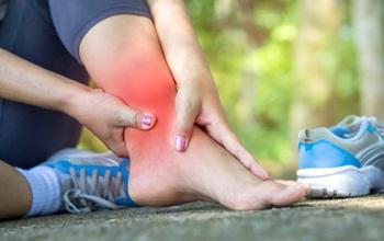 """Chuyên gia chỉ ra 4 """"thủ phạm"""" gây hại cho bàn chân và cách điều trị"""