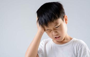 Nguyên nhân và triệu chứng đau đầu ở trẻ