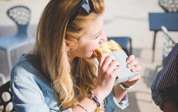 Ăn bánh mì thường xuyên có tốt không? Điểm danh những tác hại của bánh mì đối với sức khỏe