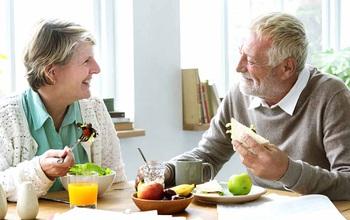Xây dựng thói quen ăn uống như thế nào giúp người cao tuổi ngủ ngon giấc?