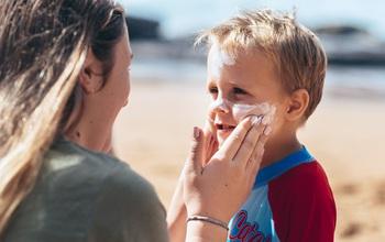 Chăm sóc da cho trẻ mùa hè, phụ huynh cần lưu ý điều gì?