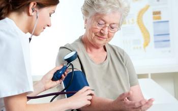 Huyết áp cao là gì? Nguyên nhân, dấu hiệu và cách điều trị