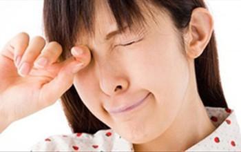 """Ghi ngay lại """"mẹo"""" điều trị dị ứng mắt cực hay"""