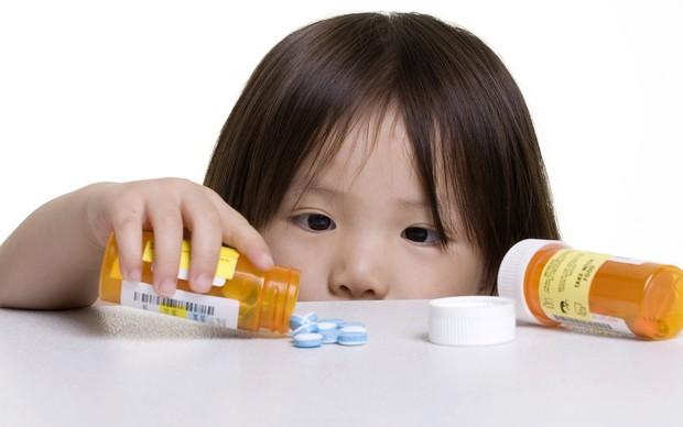 Dùng thuốc gì để điều trị tiêu chảy do kháng sinh?
