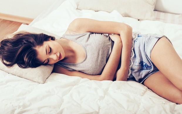 Thường xuyên bị đầy bụng là bệnh gì? Dấu hiệu cảnh báo bệnh phụ khoa không nên xem thường