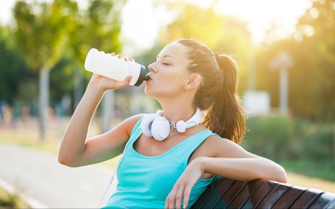 Làm thế nào để chống mất nước khi tập luyện Yoga mùa hè?