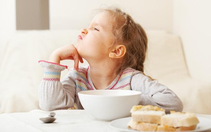 5 mẹo đối phó với chứng biếng ăn mùa hè của trẻ