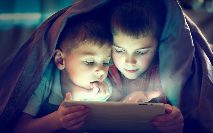 """BS. Phí Văn Công: """"Trẻ em dưới 5 tuổi cần hạn chế thời gian tiếp xúc với màn hình điện tử"""""""