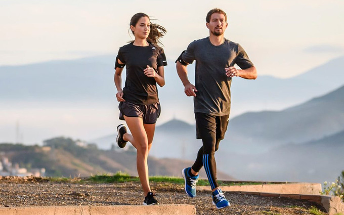 Làm thế nào để tiếp đất khi chạy bộ đúng cách nhằm tránh các chấn thương?