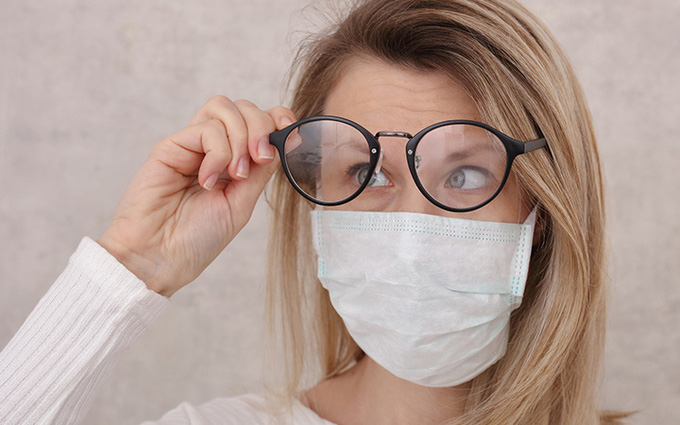Đeo kính có thể làm giảm nguy cơ nhiễm virus SARS-CoV-2 không?