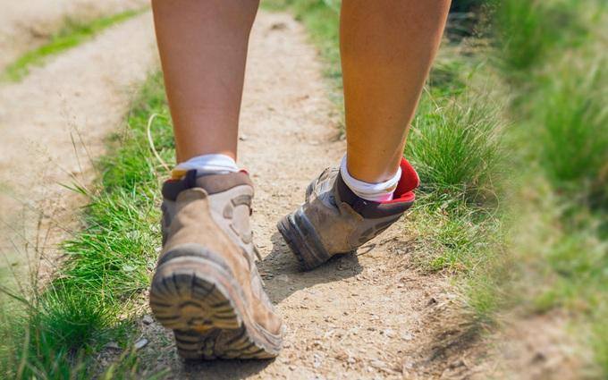 Bong gân cổ chân là gì? Xử lý chấn thương bong gân cổ chân đúng cách