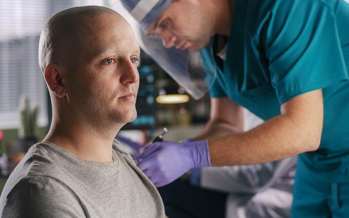 Bị ung thư tiết niệu có nên tiêm vaccine phòng Covid-19?
