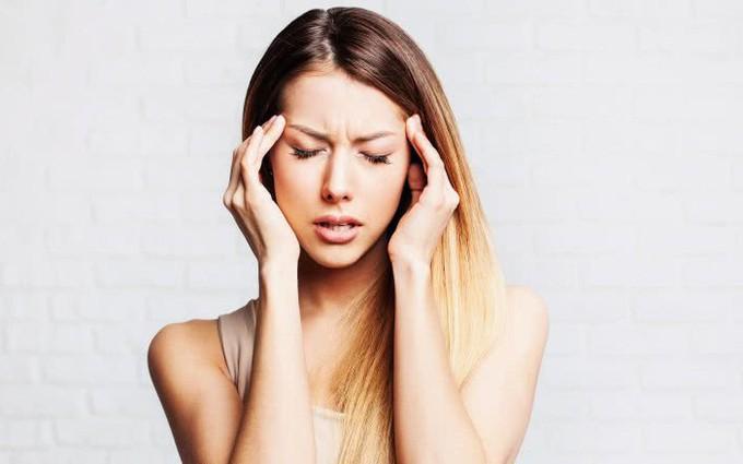 Đau nửa đầu có nguy hiểm không? Nguyên nhân và cách điều trị
