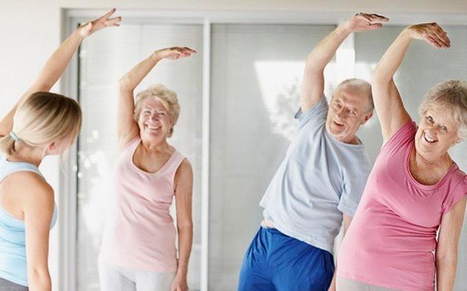 Image result for bệnh loãng xương người già