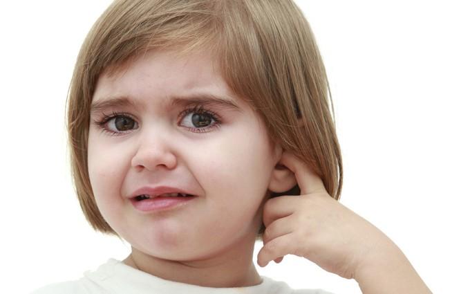Bố mẹ sẽ giật mình vì đang mắc phải những sai lầm khi điều trị viêm tai giữa ở trẻ
