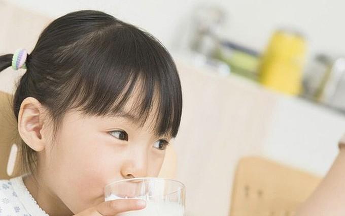 Bố mẹ nào cũng mắc phải những sai lầm về dinh dưỡng cho trẻ này