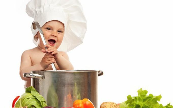 Chế độ dinh dưỡng cho trẻ 1 tuổi giúp bé khỏe mạnh, chóng lớn