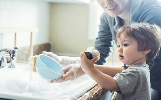 Vệ sinh đồ chơi cho trẻ để phòng bệnh tay chân miệng