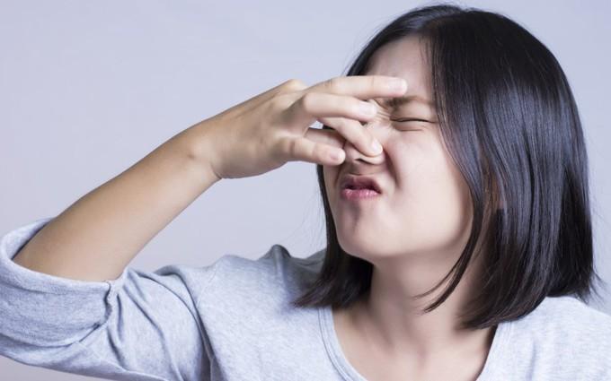 Nước tiểu có mùi lạ: Cẩn thận mắc phải 4 căn bệnh sau