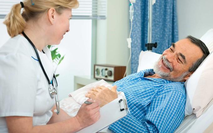 Hướng dẫn cho bệnh nhân ung thư dạ dày ăn bằng ống thông