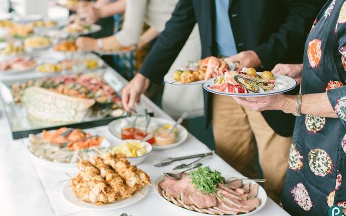 11 lời khuyên giúp bạn tránh tăng cân trong mùa tiệc tùng cuối năm