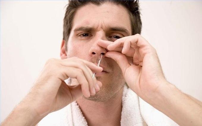 Thói quen cắt nhổ lông mũi có hại hay không?