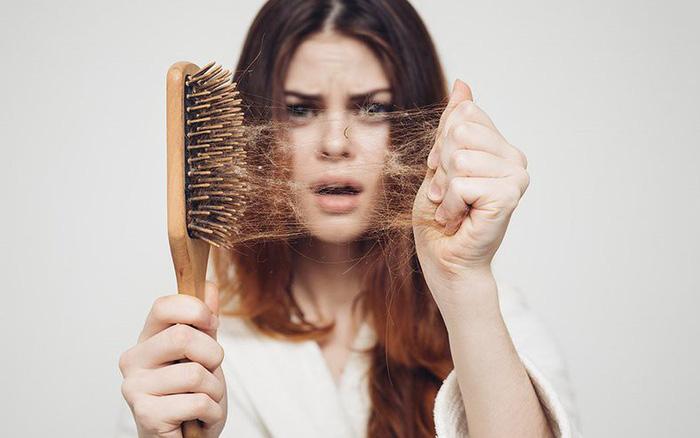 Những dấu hiệu thiếu hụt biotin - Nguyên nhân gây rụng tóc ?